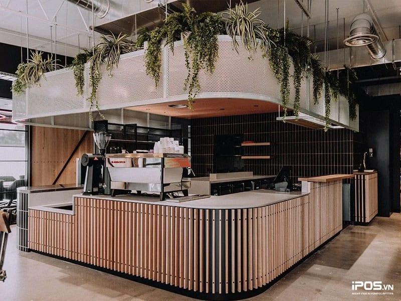 Quầy bar của quán cafe được phong thủy ví như nhà bếp của ngôi nhà vậy