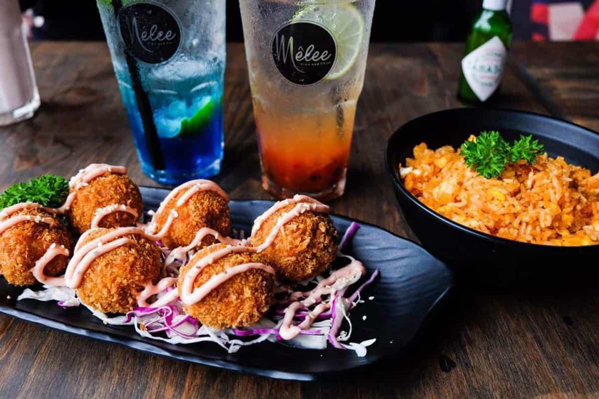 Ghé The Mêlee Bar – quán cà phê đẹp mê ly không thể bỏ qua ở phố đi bộ Nguyễn Huệ 1