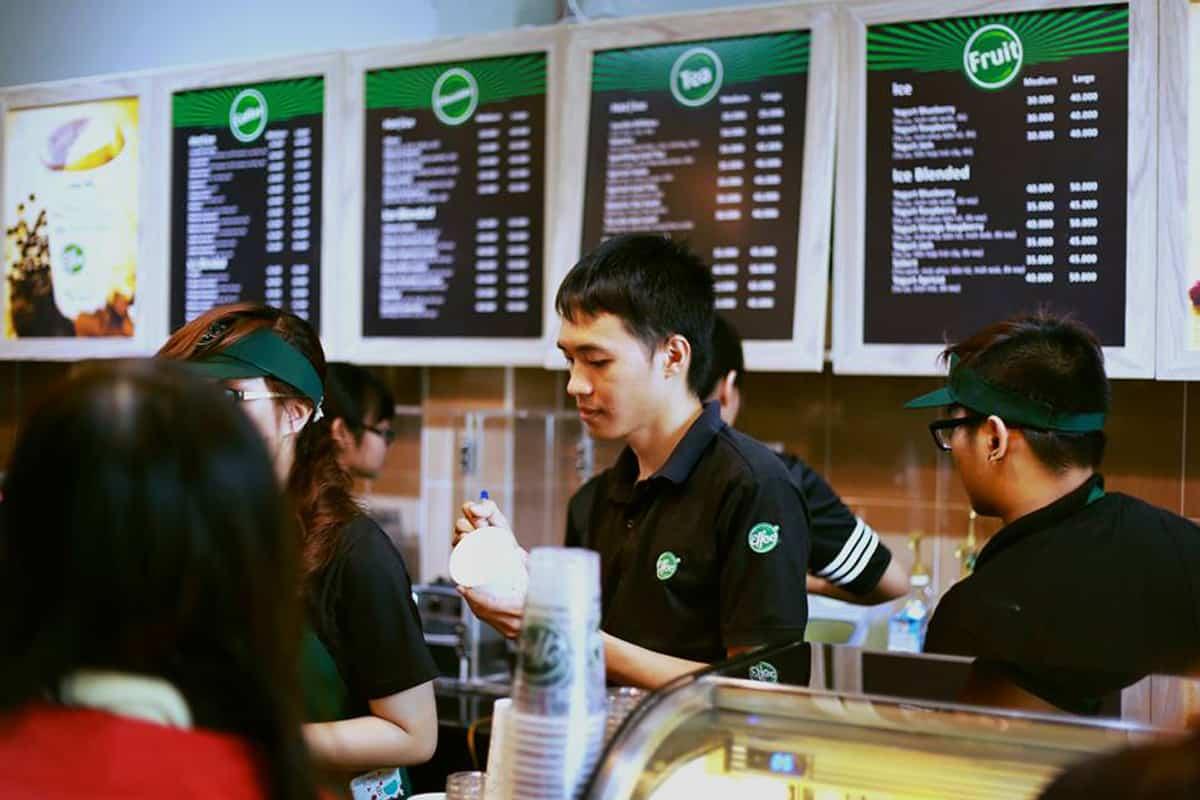 Bạn có biết đồng phục nhân viên quán cà phê cũng là bộ mặt của thương hiệu? 1