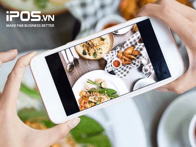 Nhiều người có thói quen chụp ảnh để đăng bài trên các hội review đồ ăn