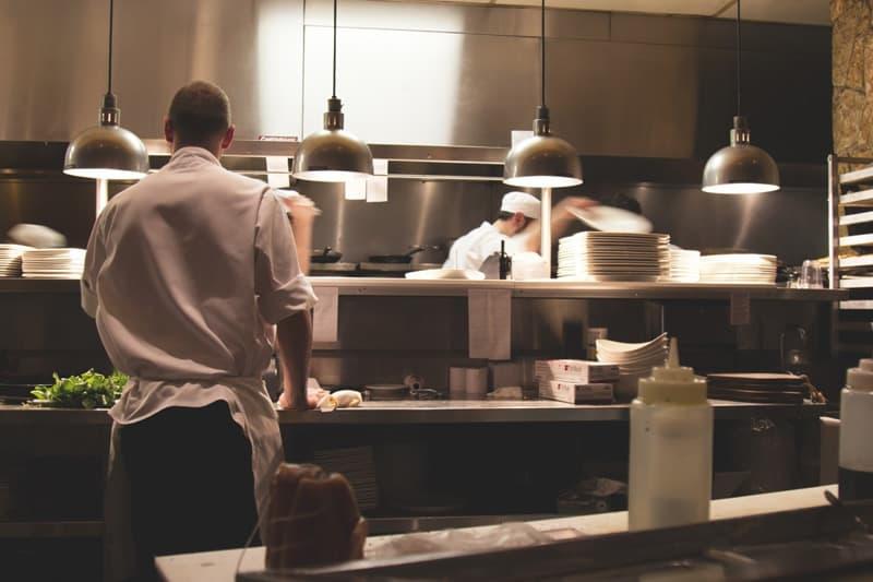 Chuyên môn hóa nhiệm vụ của từng bộ phận trong khu bếp