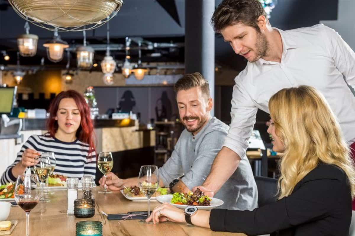 Nghệ thuật quản lý nhà hàng: 5 cách để nhân viên gắn bó lâu dài 1