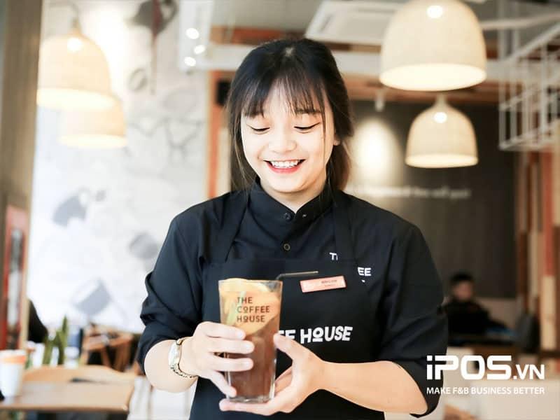 Thái độ, tính cách của nhân viên sẽ ảnh hưởng khá nhiều tới sự hài lòng của khách hàng.