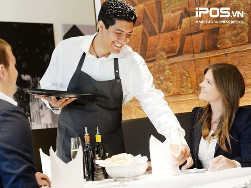 phuc-vu-kquy trình phục vụ nhà hàng chuyên nghiệphach-hang-4