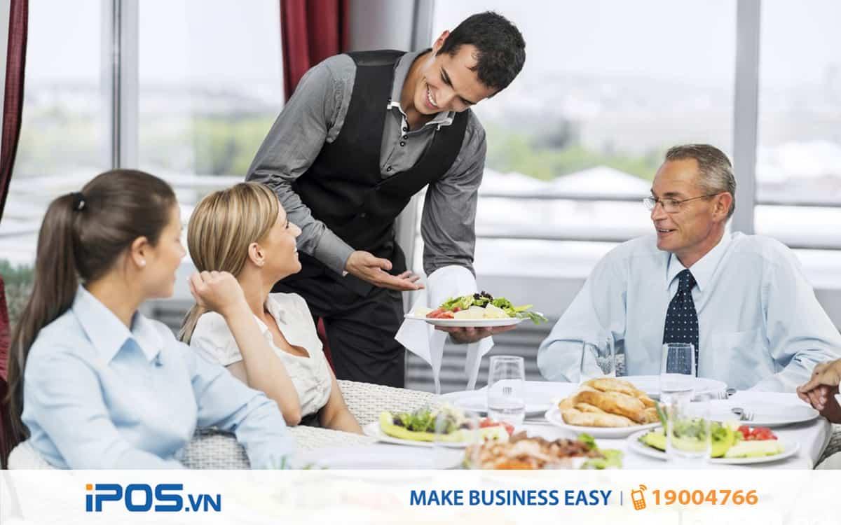 4 cách cư xử của nhân viên phục vụ