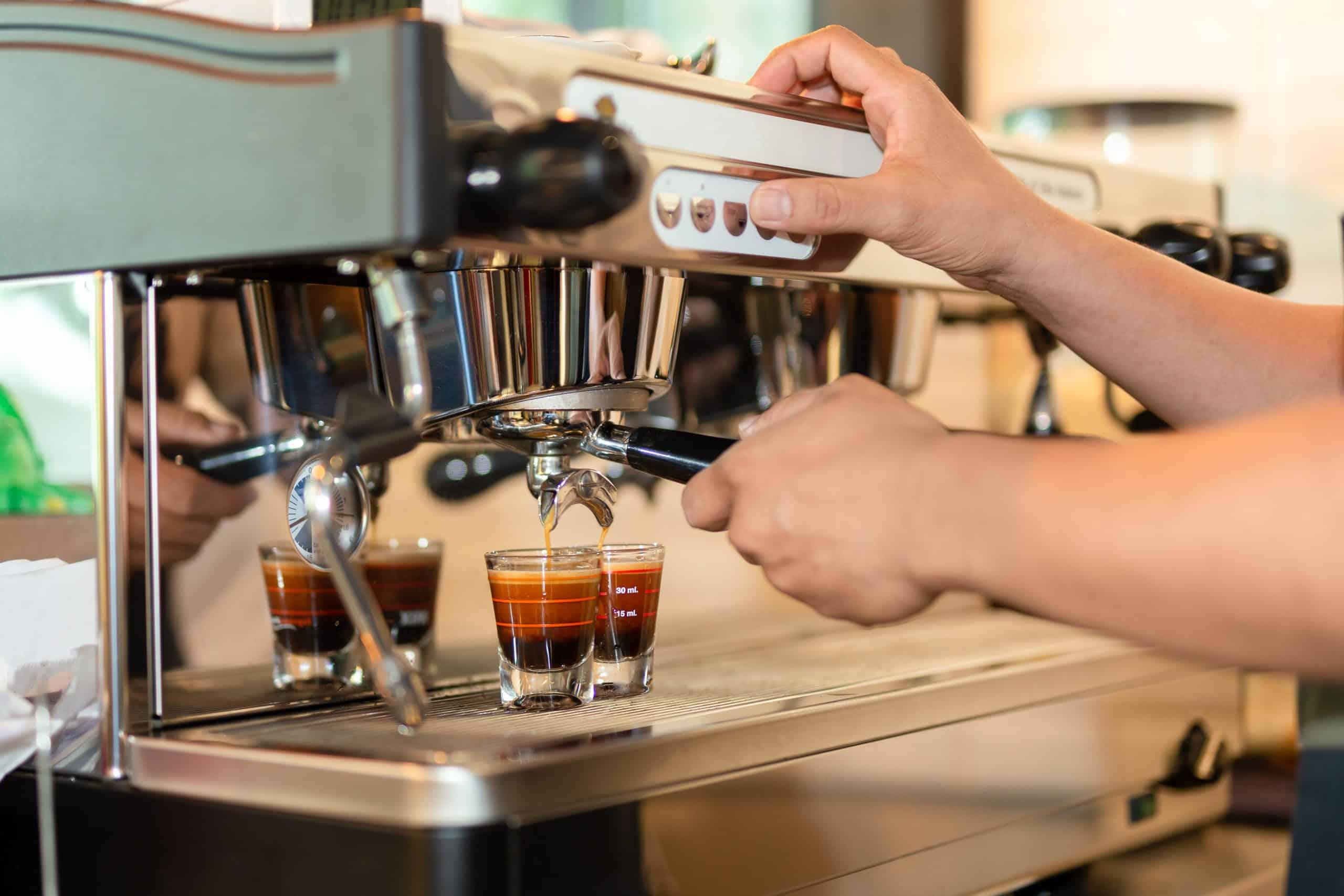 hướng dẫn pha cafe tại quán thu hút thực khách