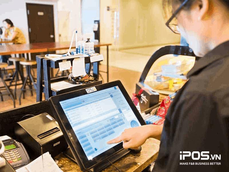 Phần mềm iPOS cho phép nhân viên thực hiện thao tác đặt phòng, chuyển phòng trên hệ thống