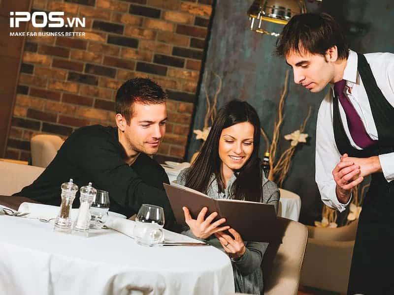 Nhân viên cần hiểu rõ menu để tư vấn khách hàng chọn món