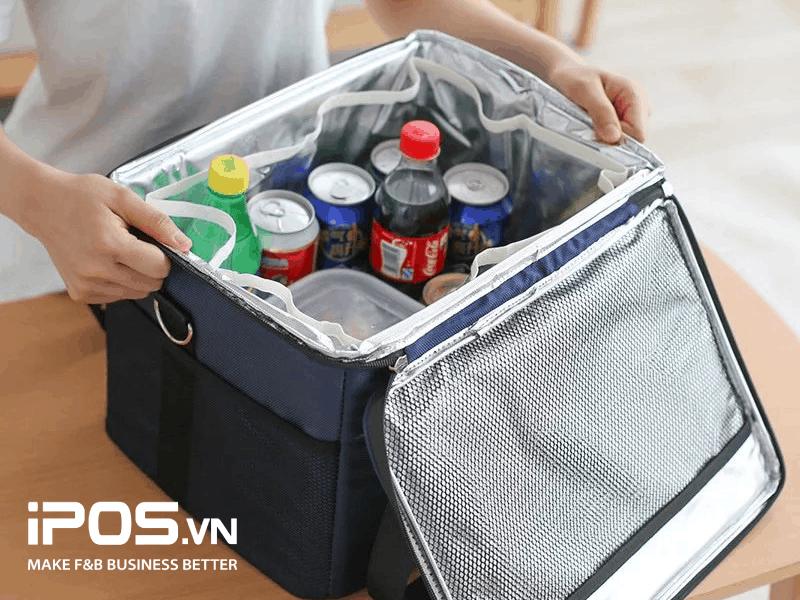Túi giữ nhiệt được chia ngăn đảm bảo an toàn khi vận chuyển đồ uống