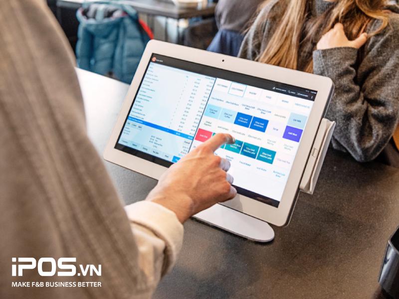 Vệ sinh các thiết bị công nghệ trong nhà hàng thường xuyên giúp nâng cao tuổi thọ và cải thiện hoạt động kinh doanh