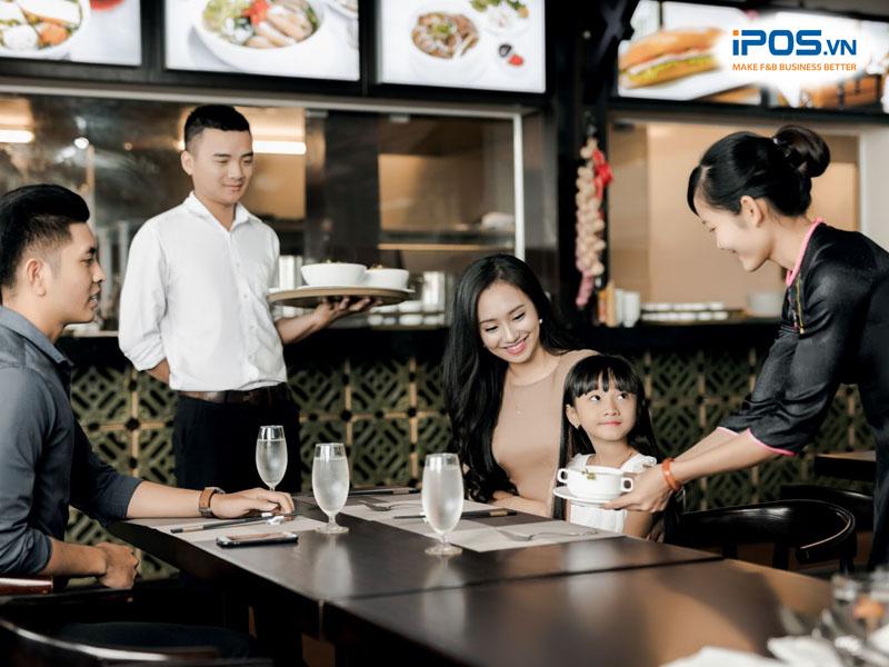 Quy trình phục vụ của nhà hàng rườm rà cũng khiến khách hàng phàn nàn