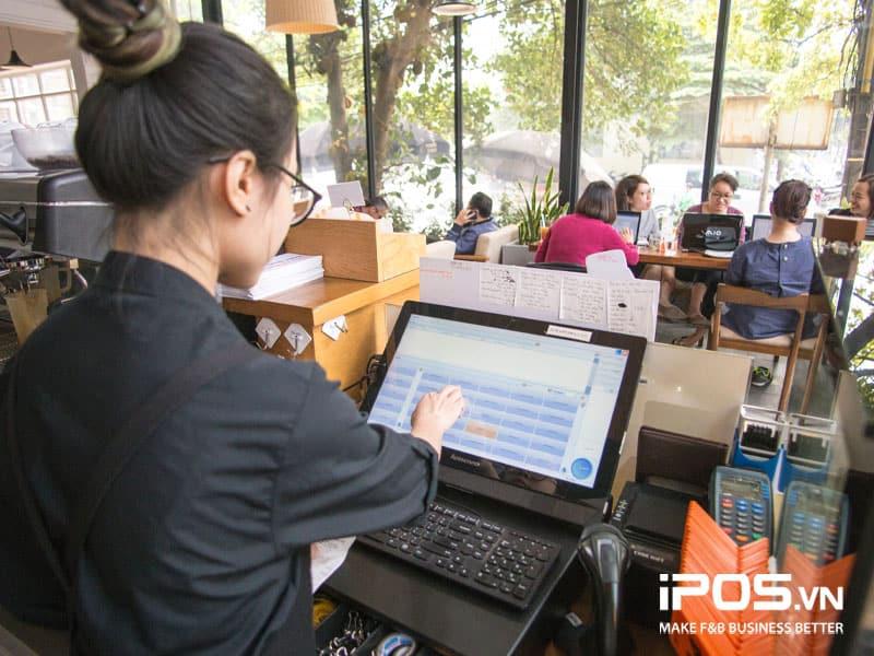 Các giải pháp công nghệ giúp tăng tốc độ phục vụ khách hàng tại quán