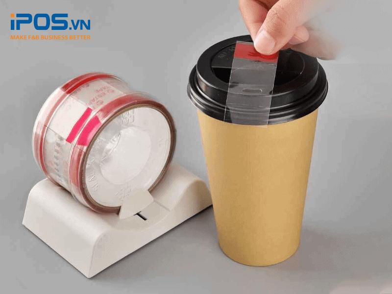 Quán cần cố định thêm phần miệng cốc bằng băng dính để tránh bật nắp