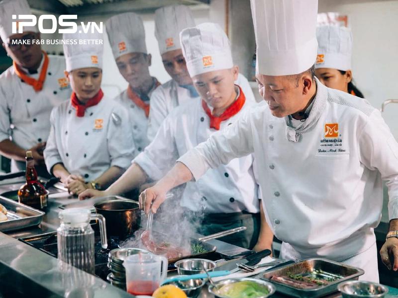 Bếp trưởng cũng đóng vai trò như thầy giáo trong căn bếp nhà hàng