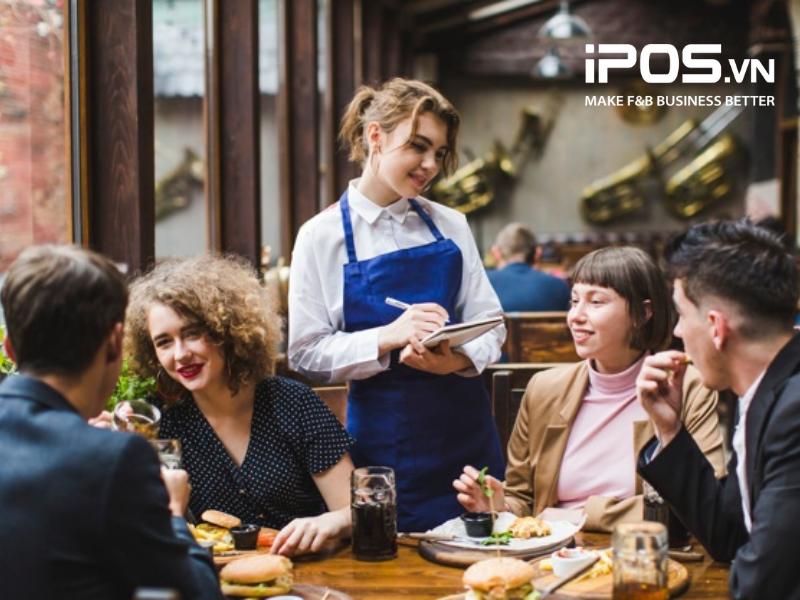Nhân viên quán cafe cần biết cách dẫn dắt khi giao tiếp với khách hàng