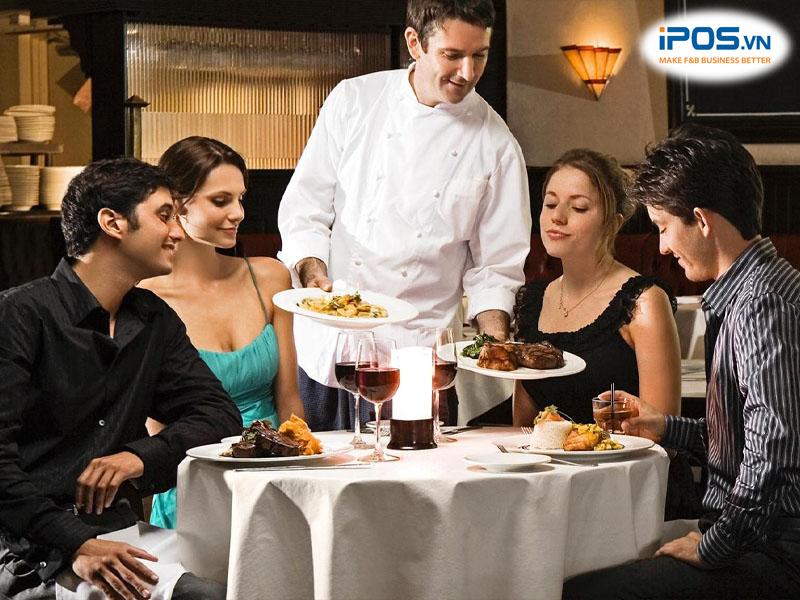 Chủ nhà hàng nên quan tâm động viên tinh thần nhân viên