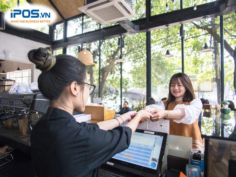 Sử dụng công nghệ để nâng cao chất lượng phục vụ khách hàng